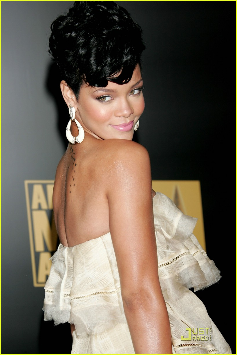rihanna wins 2008 american music awards 18