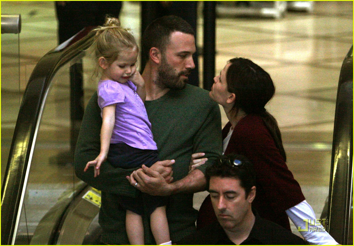 ben affleck shaved head 011574301