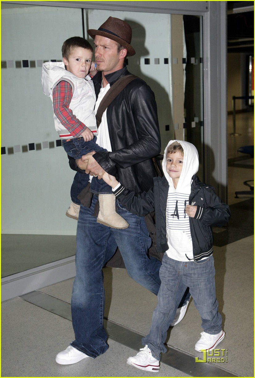 david victoria beckham heathrow airport 03