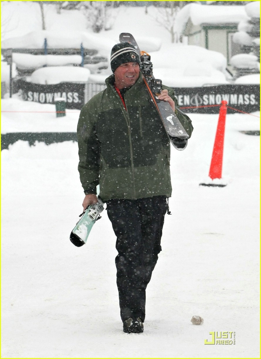 dean cain skiing aspen colorado 15