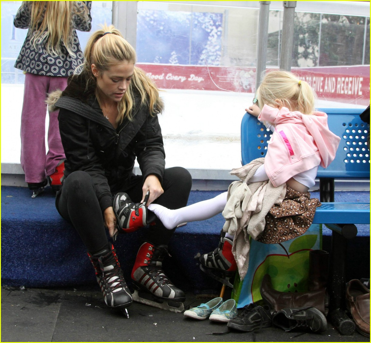 denise richards ice skating 02