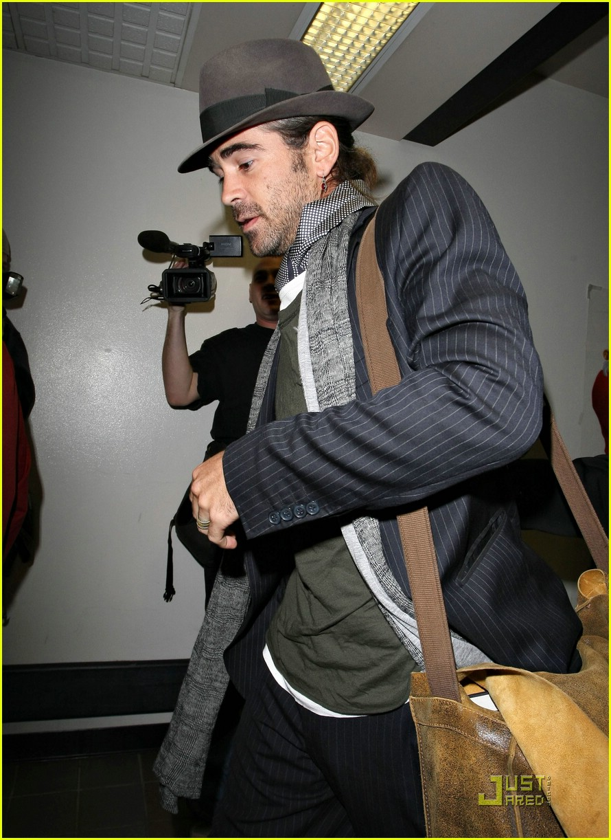 colin farrell flies far away 08