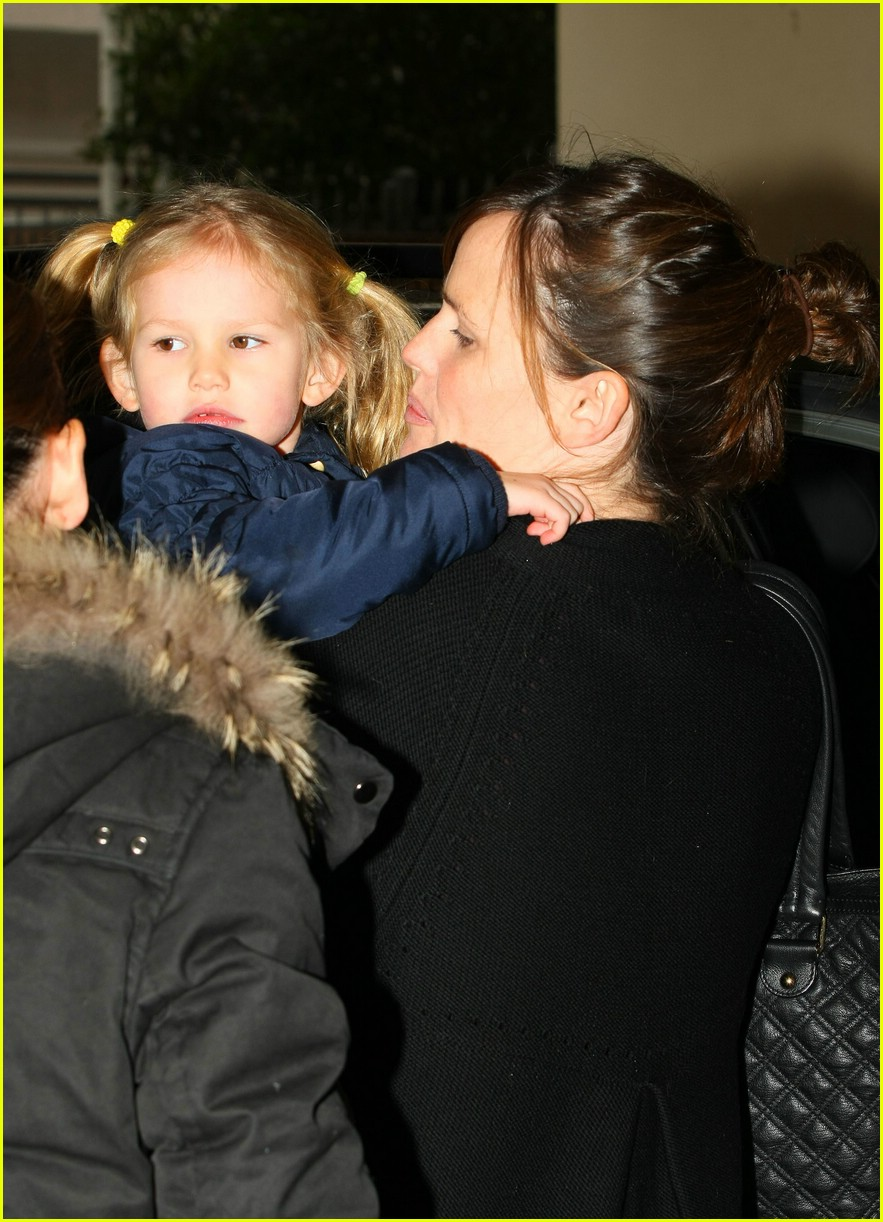 jennifer garner violet affleck kiss 10