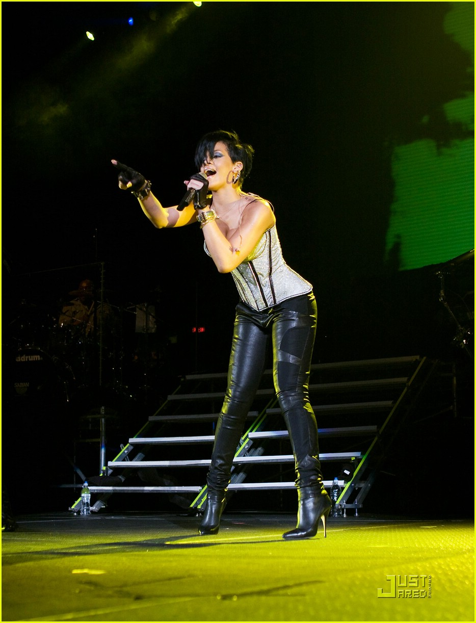 rihanna b96 jingle bash 081601311