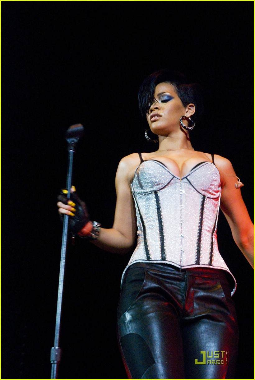 rihanna b96 jingle bash 15