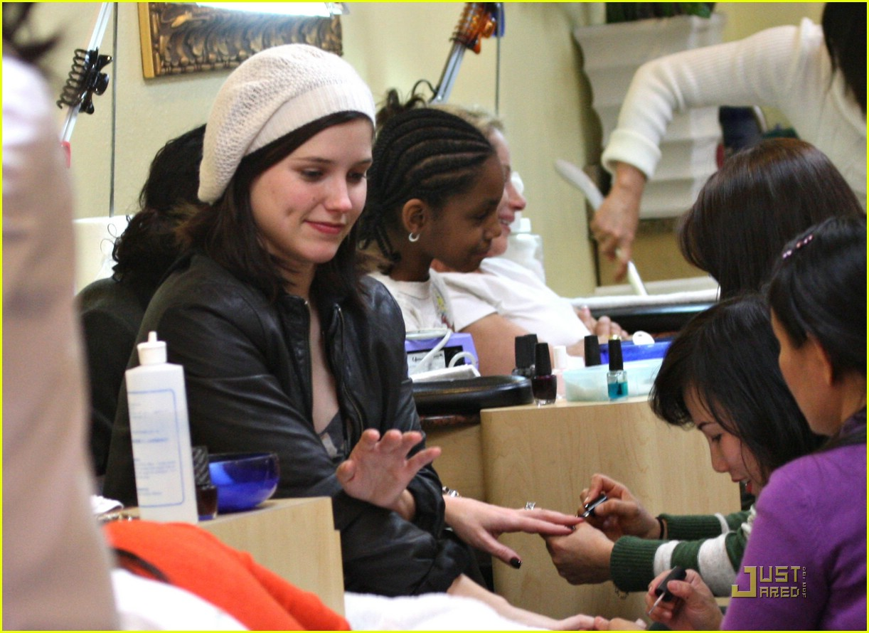 sophia bush new years eve manicure 10