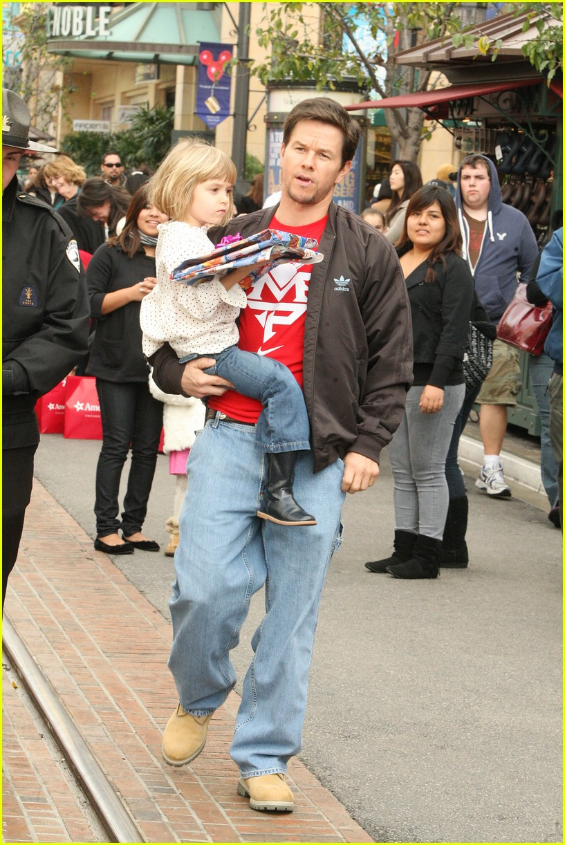 mark wahlberg santa claus 17