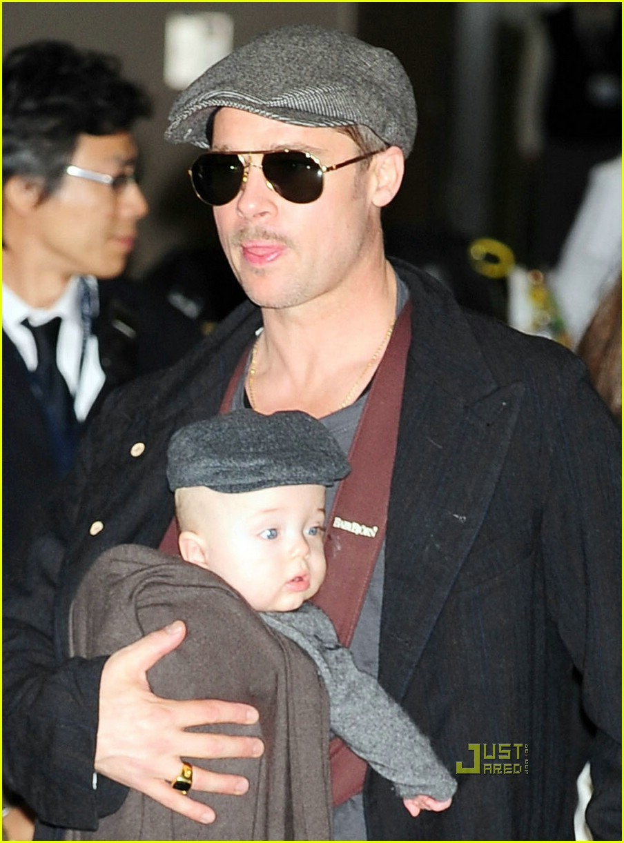 brad pitt angelina jolie twins japan 07