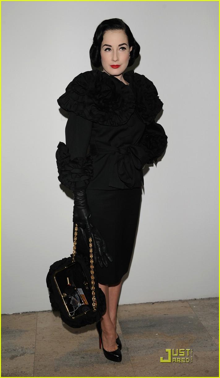 dita von teese elie saab fashion show 071686171