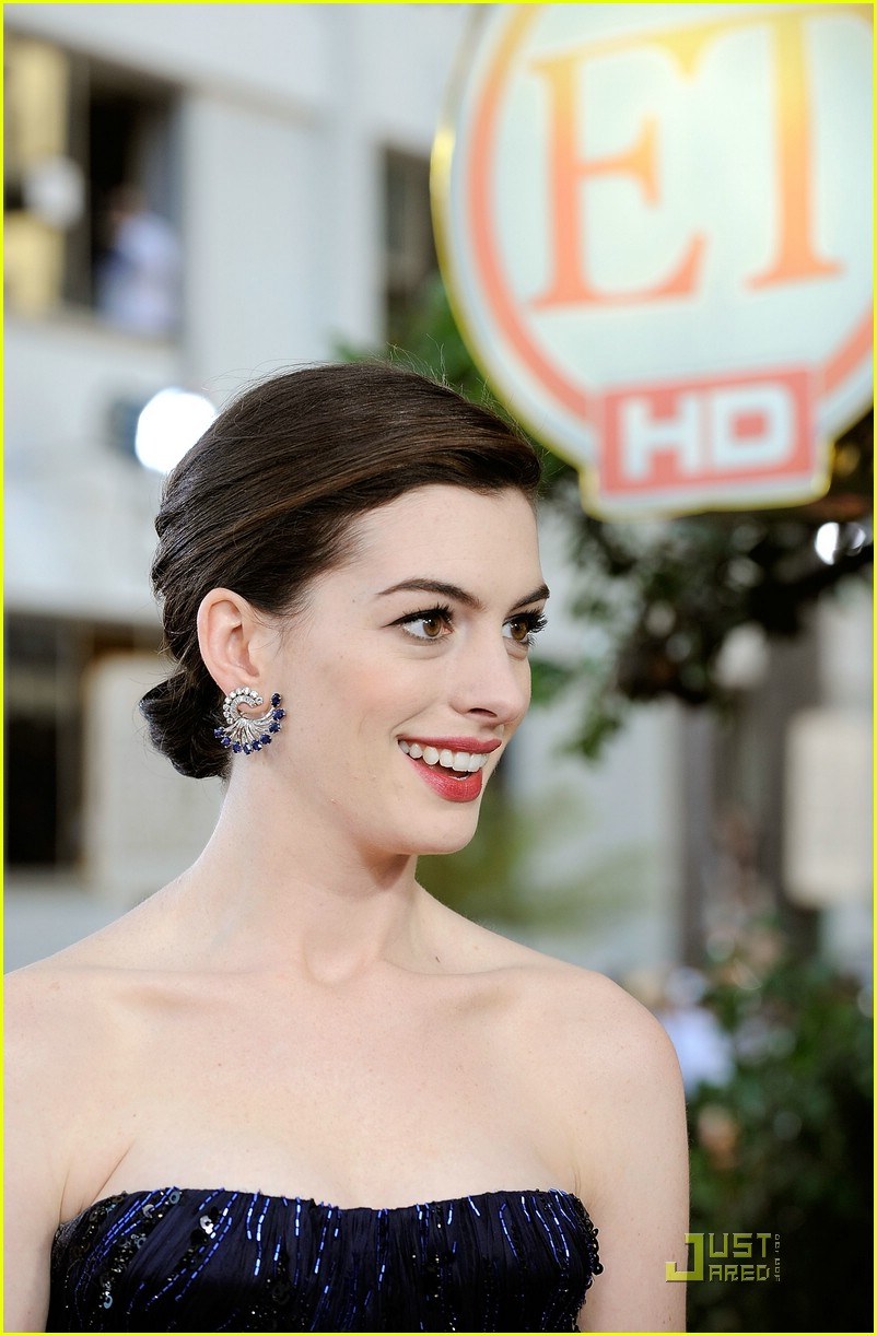 Full Sized Photo of anne hathaway golden globes 2009 17 ...