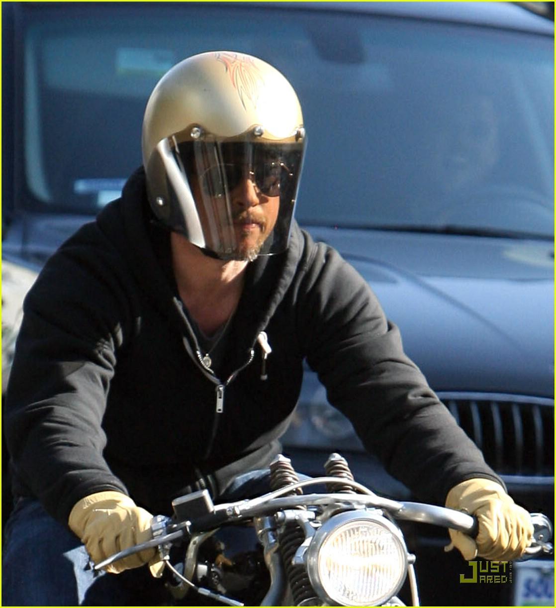 brad pitt motorcycle helmet 03