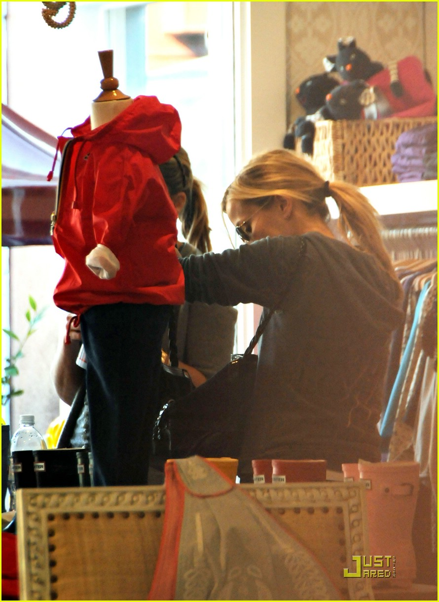 reese witherspoon brentwood country mart 091639671