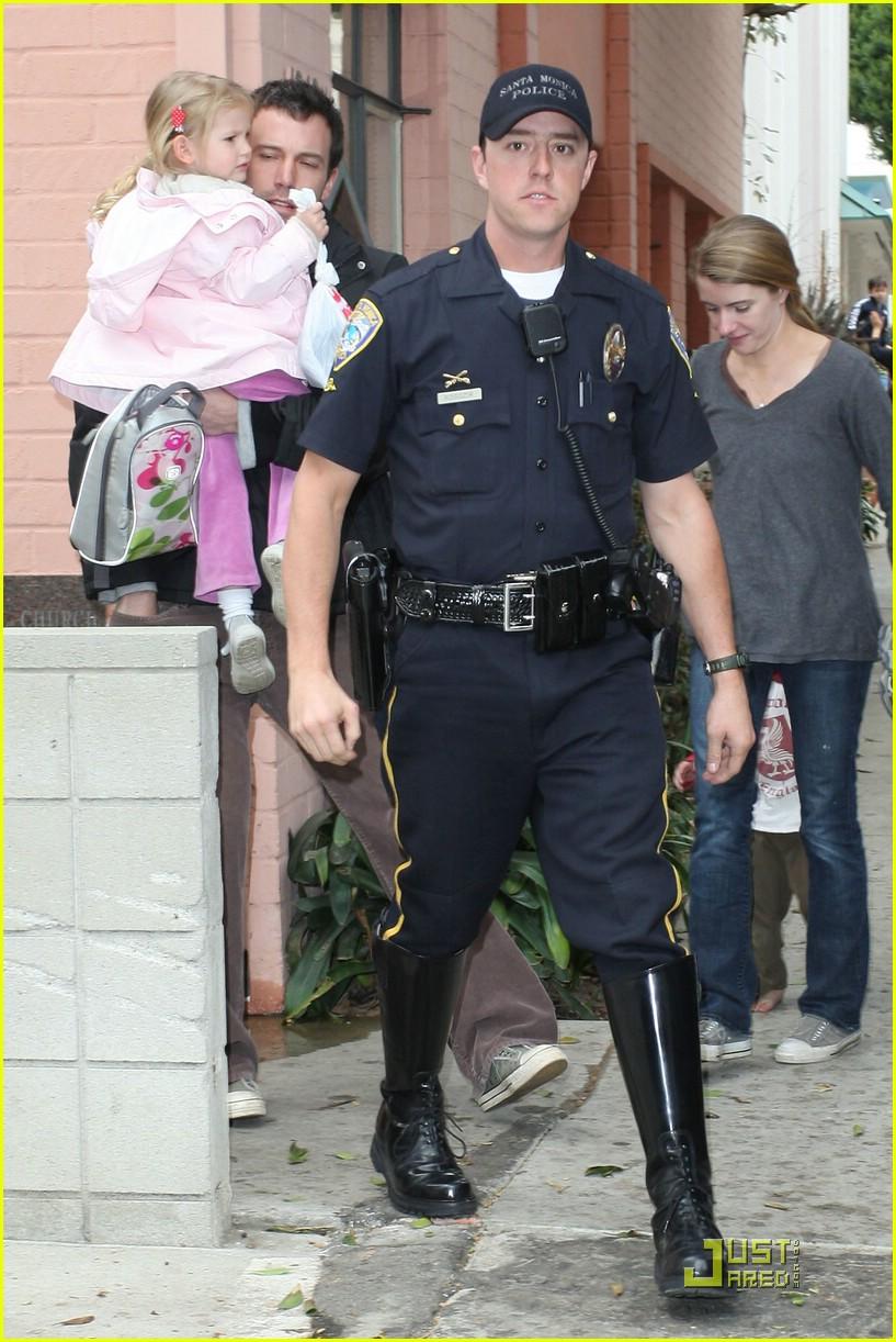 violet affleck ben affleck police escort 04