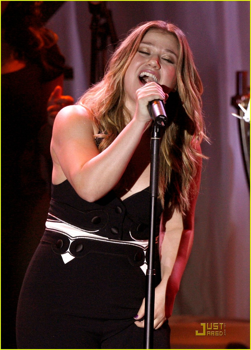 kelly clarkson clive davis salute 19