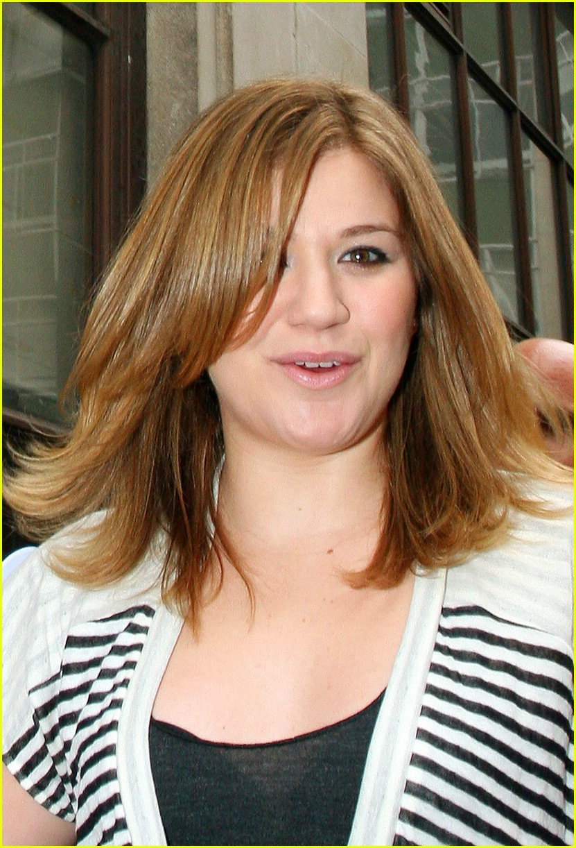 kelly clarkson is loved in london photo 1750811 kelly clarkson pictures just jared