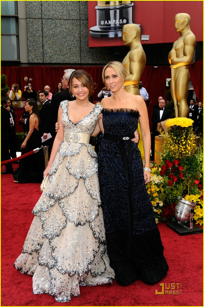 Full Sized Photo of miley cyrus 2009 oscars 05 | Photo ...