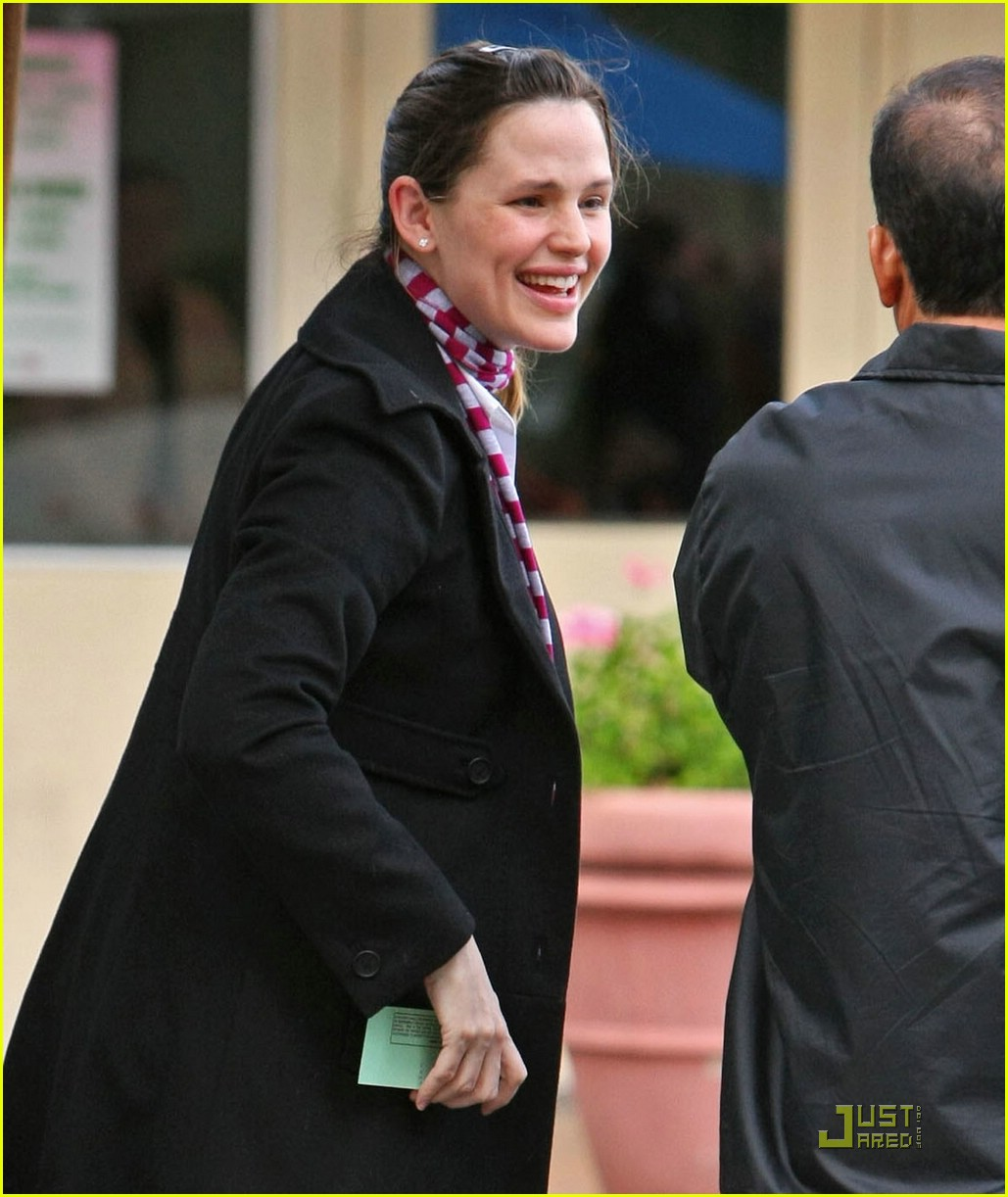 jennifer garner giggles and hugs 08