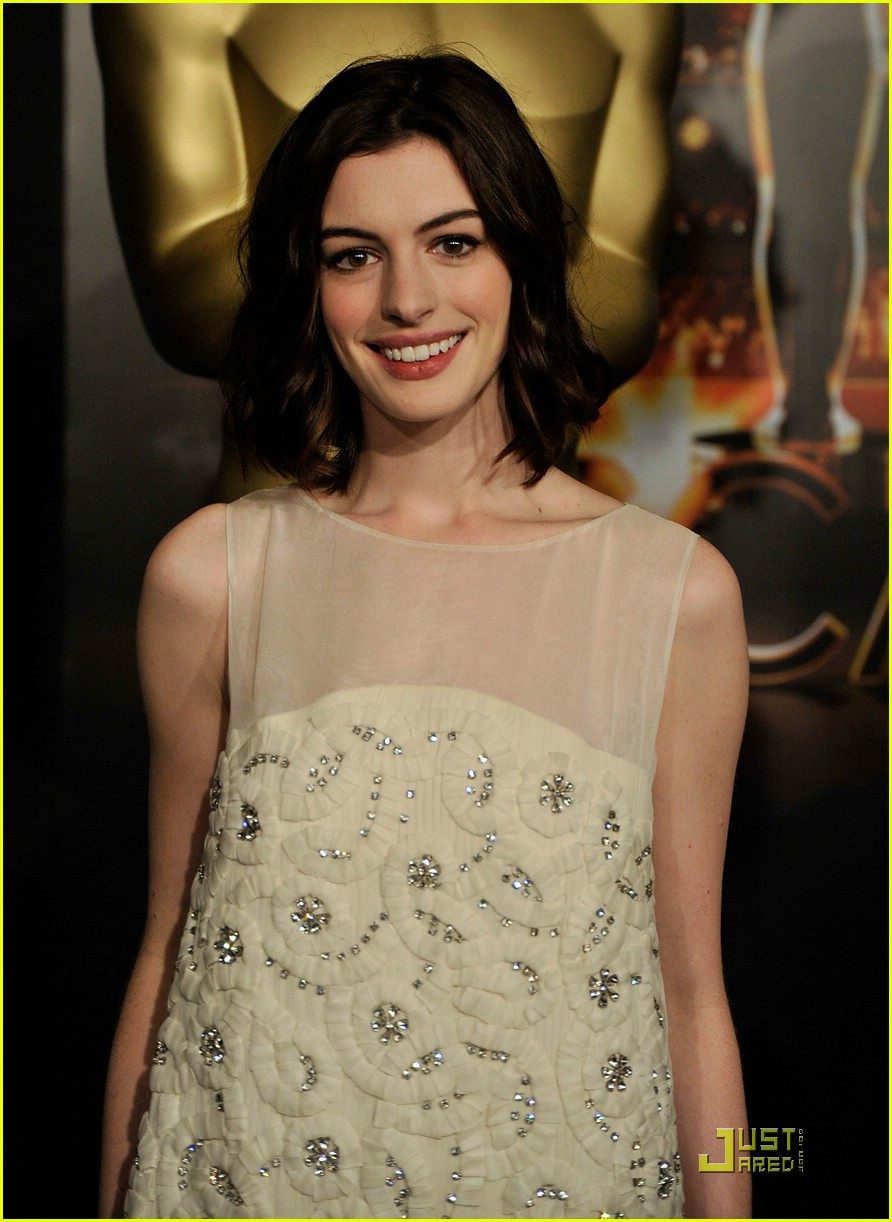 anne hathaway 2009 oscar nominees luncheon 01