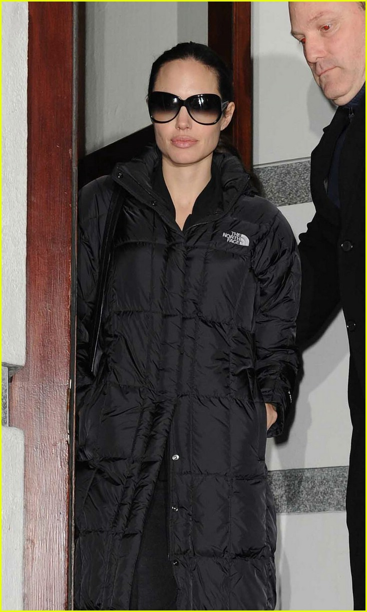 angelina jolie north face 02
