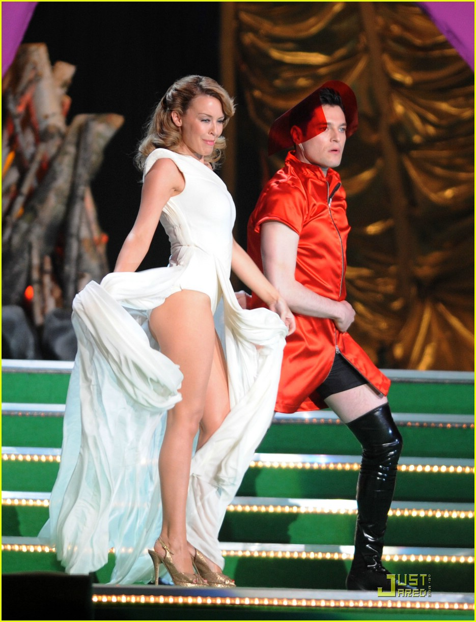 kylie minogue 2009 brit awards 01