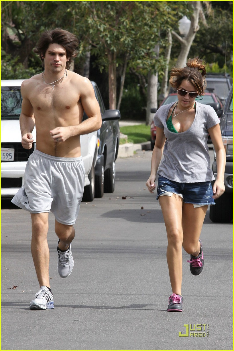 miley cyrus justin gaston jogging shirtless 17