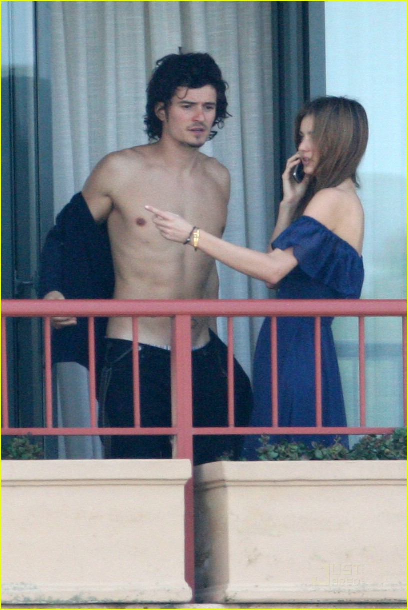 orlando bloom miranda kerr balcony pda 05