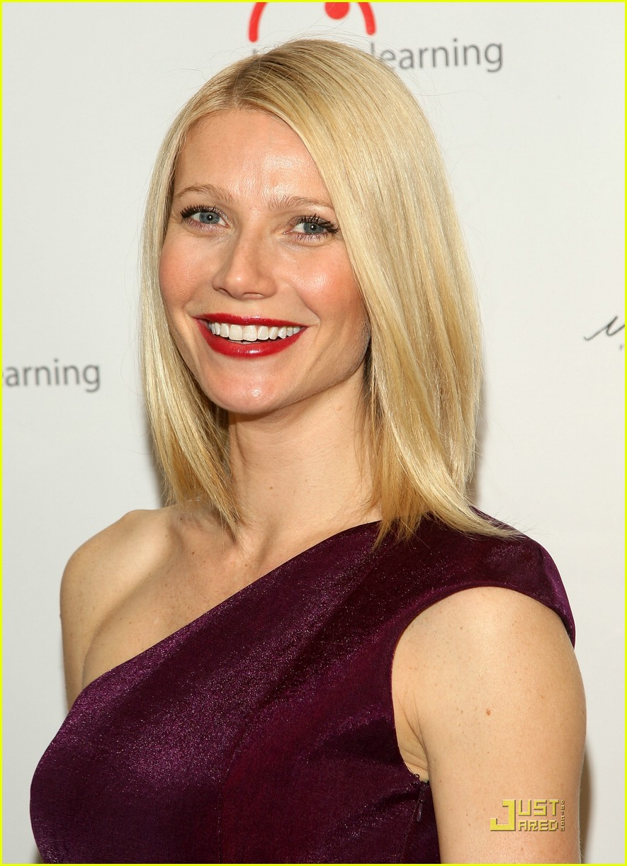 [Image: gwyneth-paltrow-bent-on-learning-08.jpg]