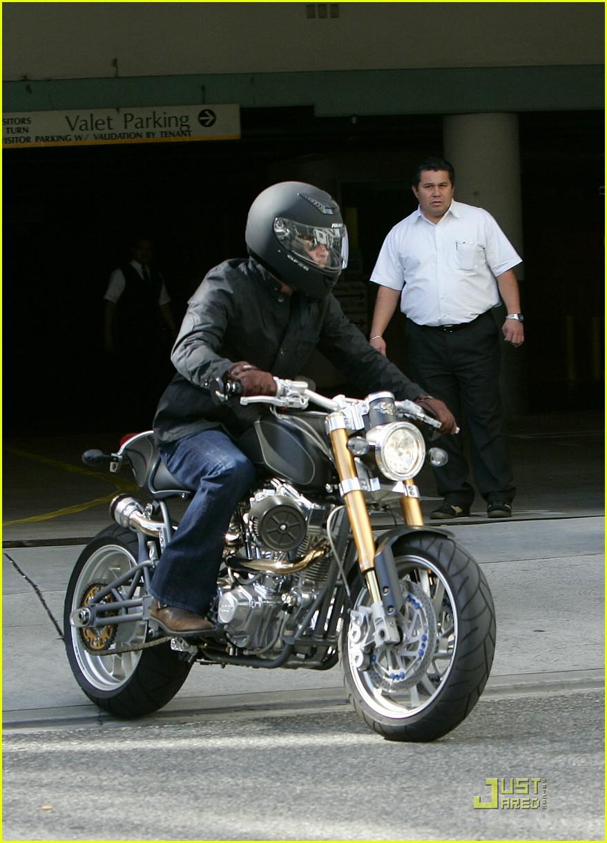 brad pitt rides fulmer fast 061740061