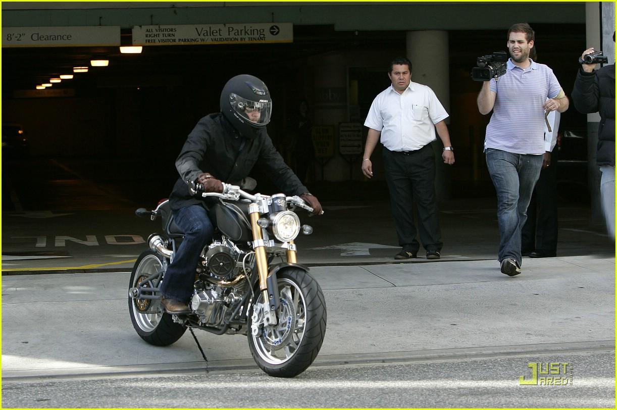 brad pitt rides fulmer fast 081740081