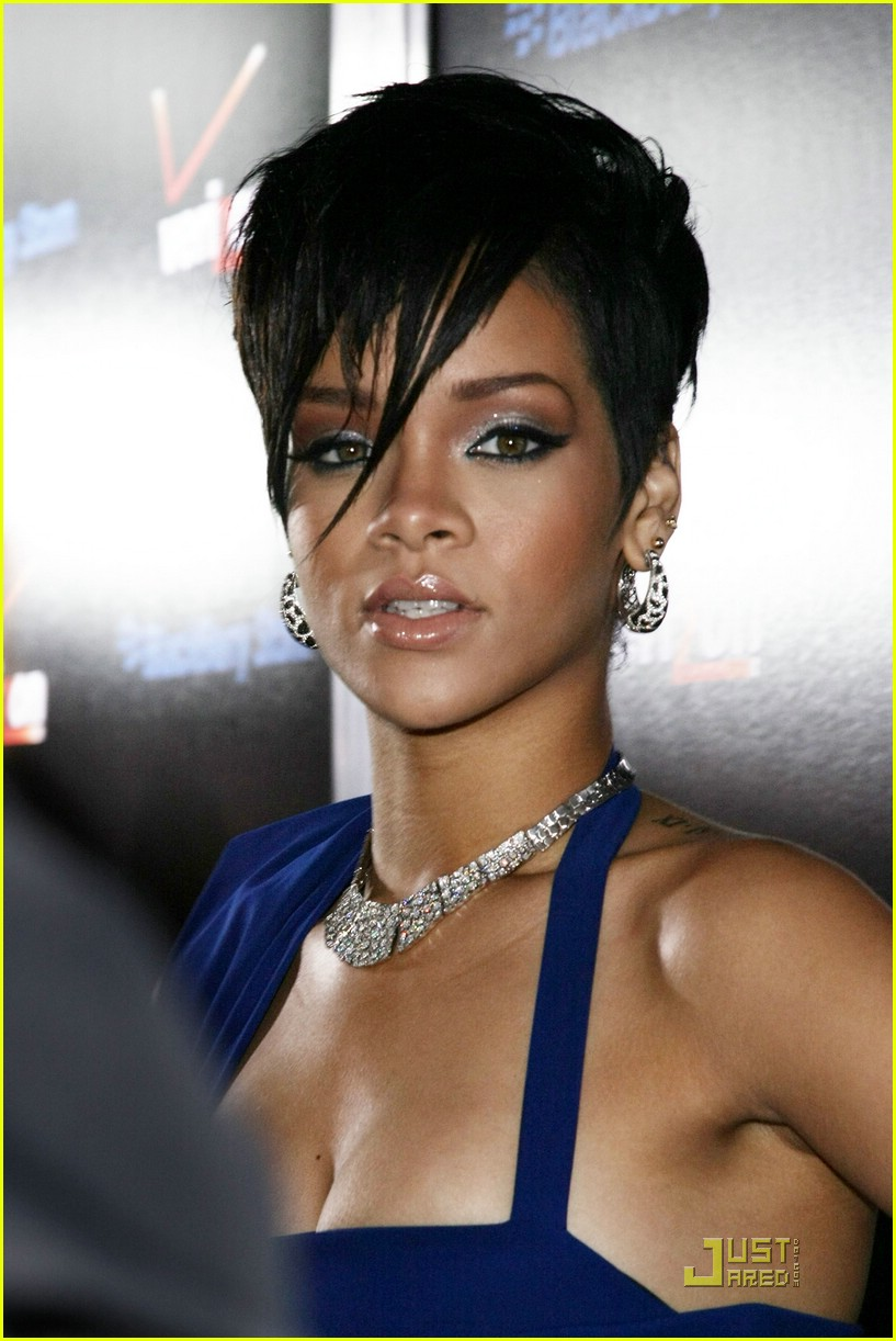 rihanna pre grammy party 03