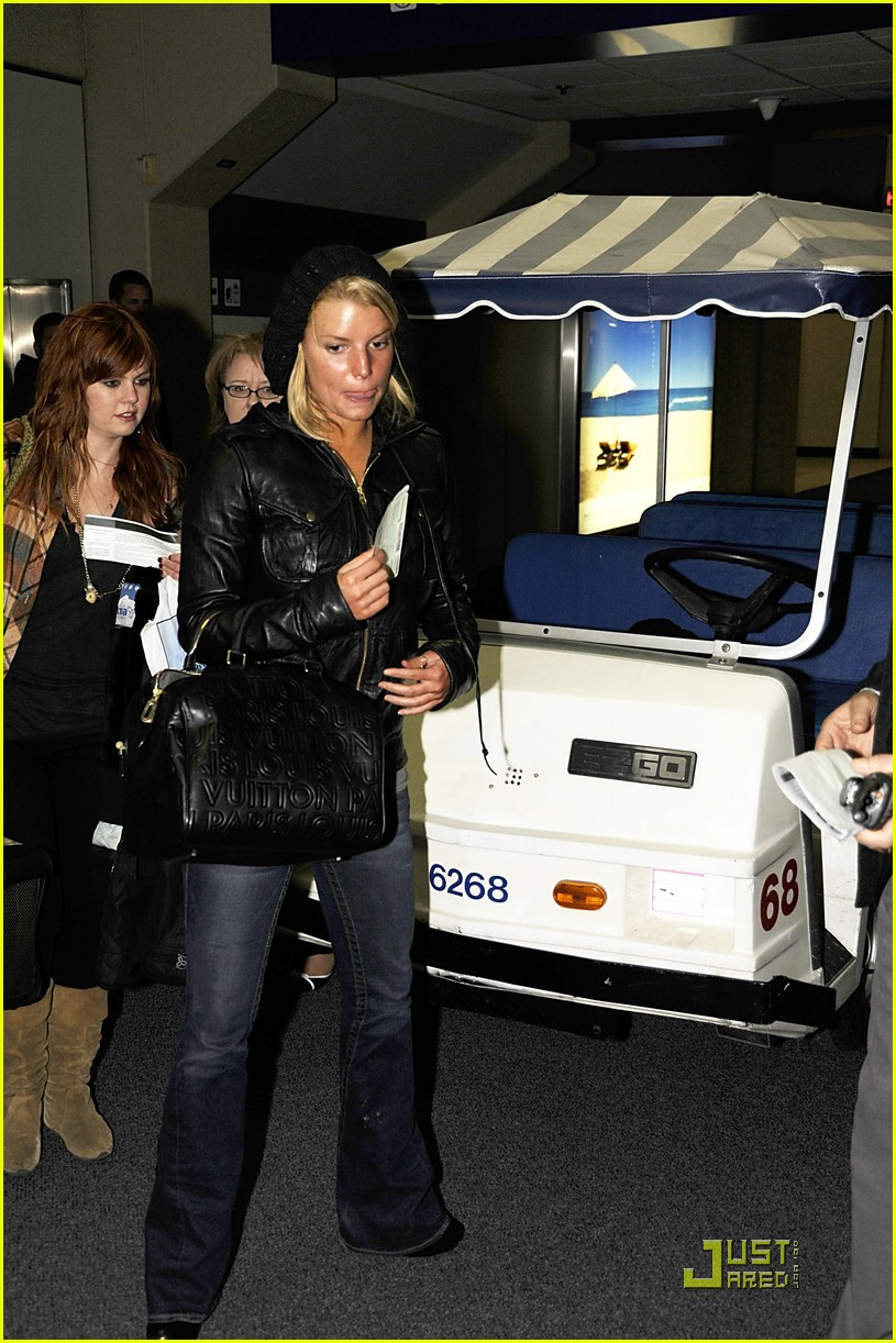 jessica simpson dallas airport 01