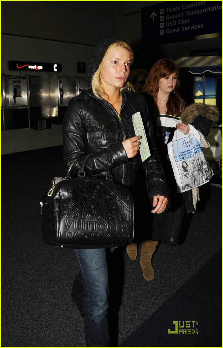 jessica simpson dallas airport 05