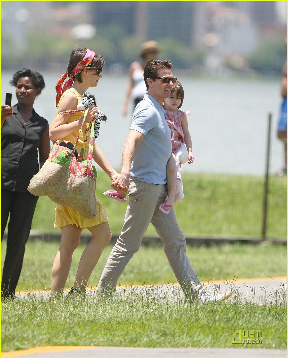 suri cruise helicopter 14