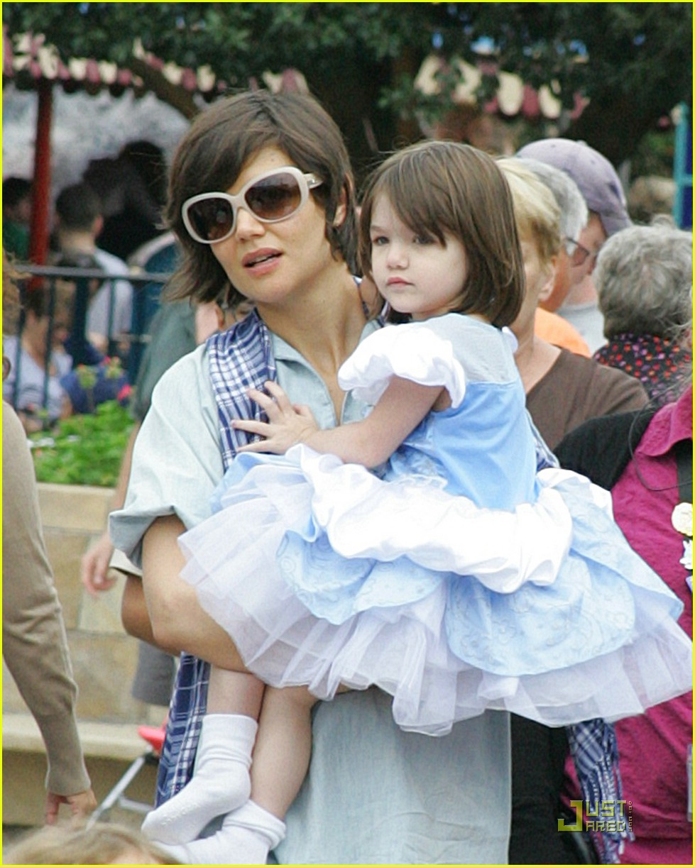 suri cruise disney pretty princess 01