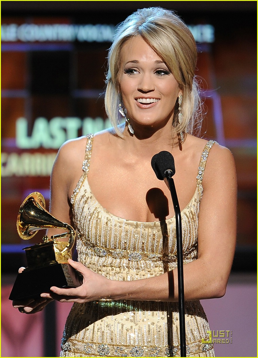 carrie underwood grammys red carpet 2009 22
