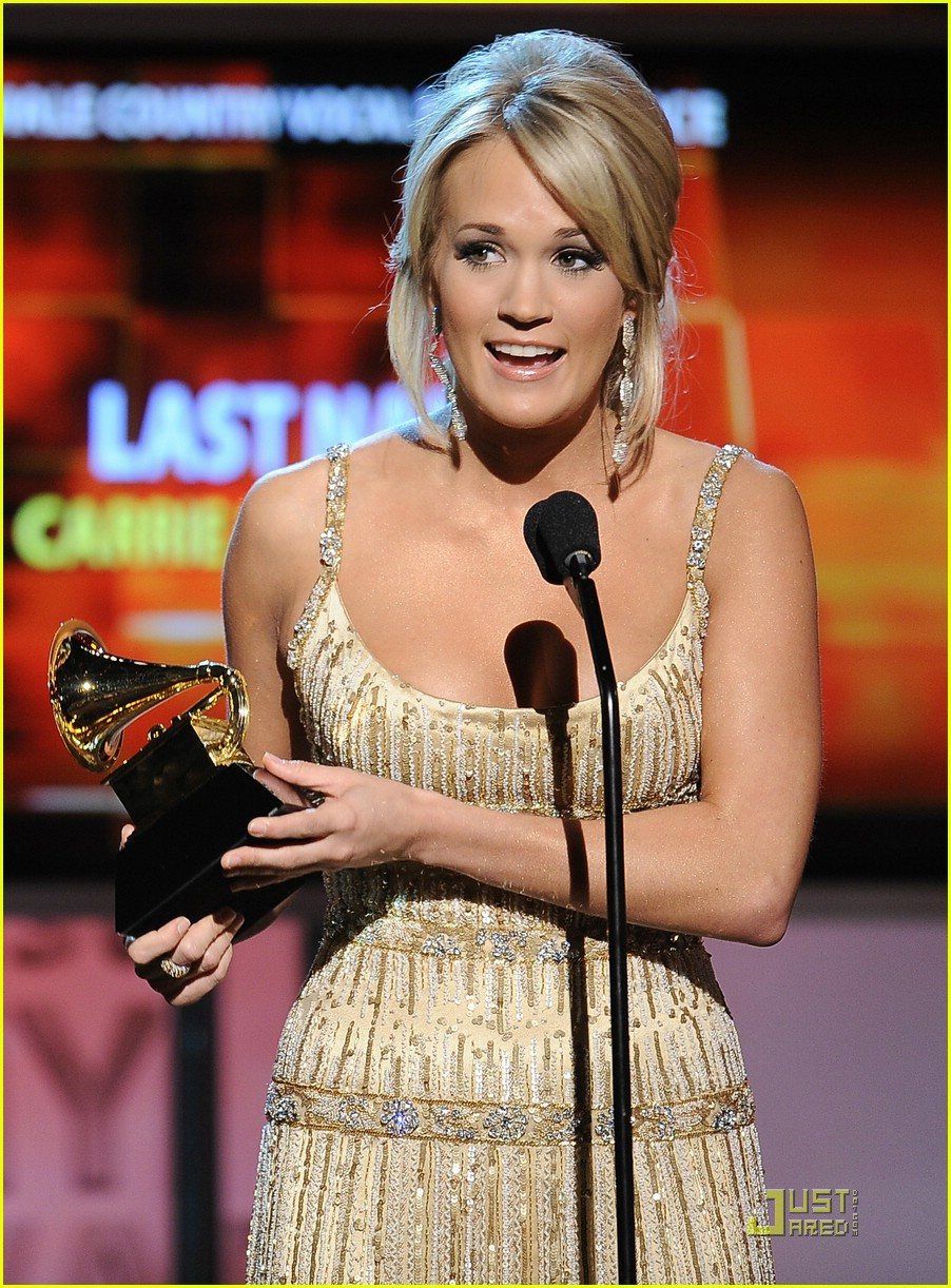 carrie underwood grammys red carpet 2009 24