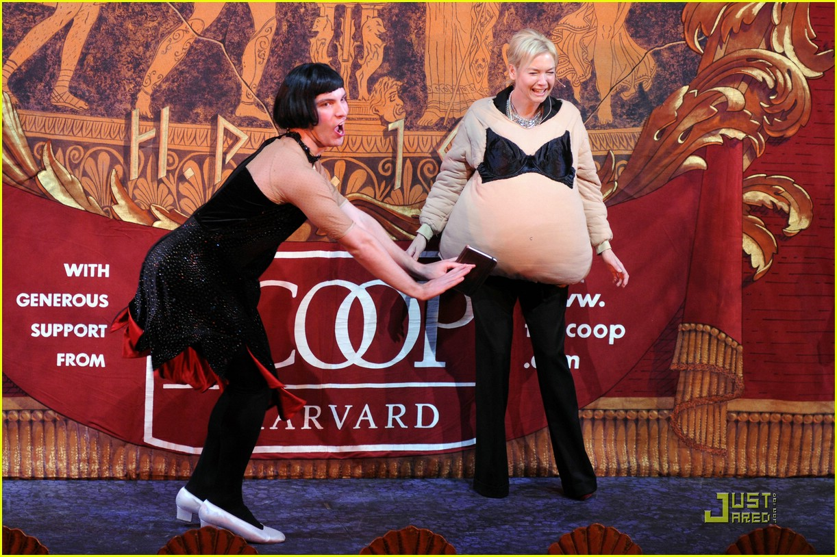 renee zellweger is pretty pudding photo renee zellweger renee zellweger 2009 hasty pudding award 021704461