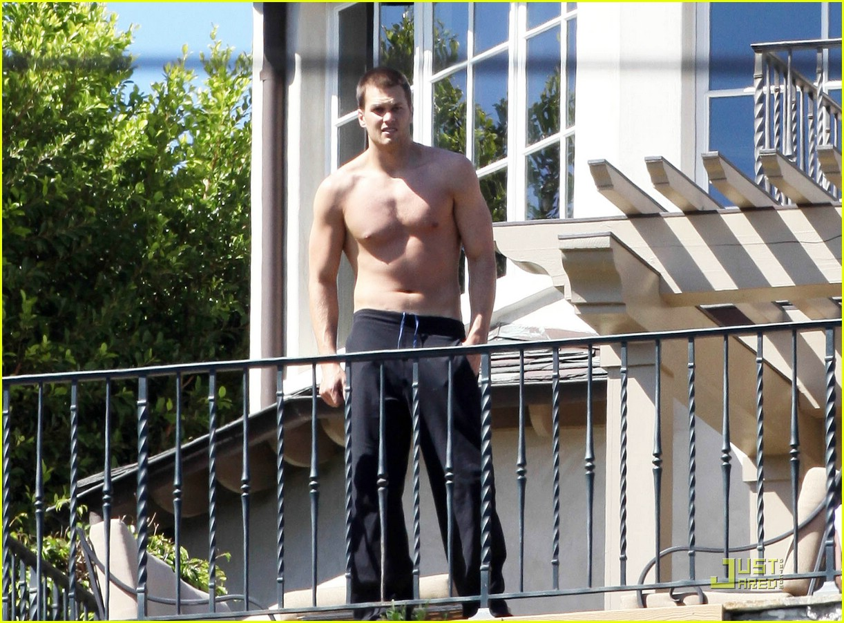 tom brady entourage shirtless 04