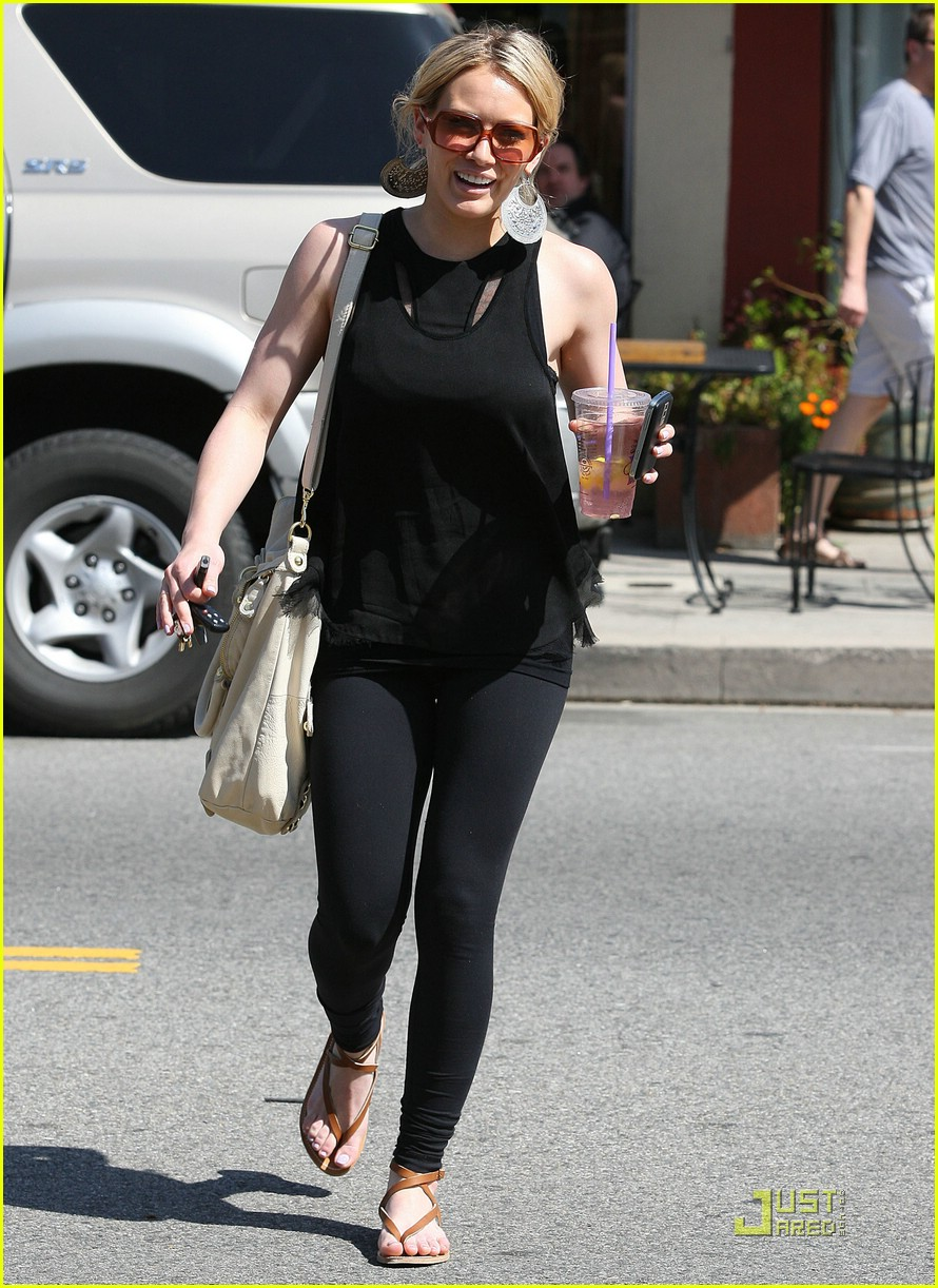 hilary duff caioti pizza cafe 11