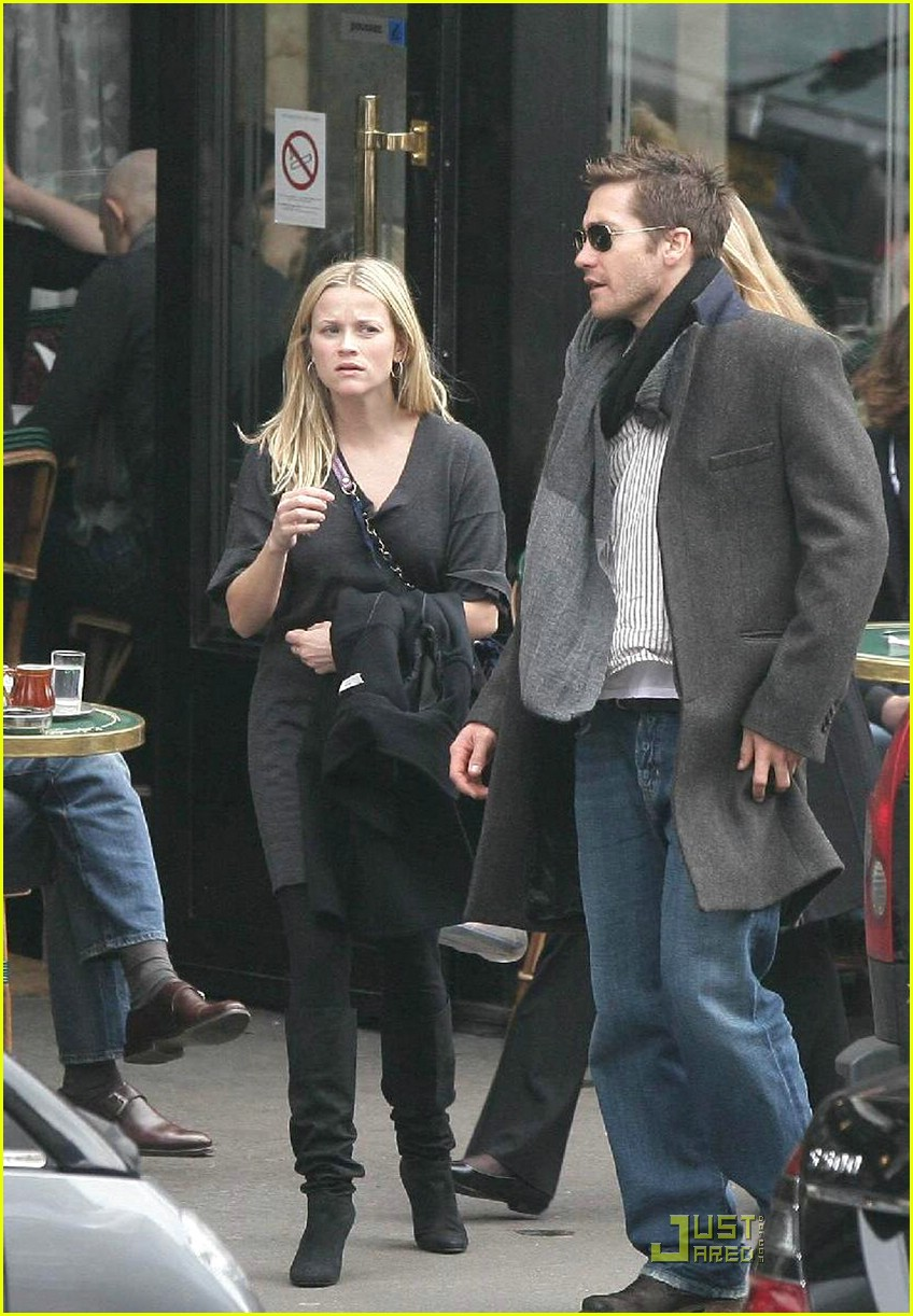 reese witherspoon jake gyllenhaal cafe de flore 04 Reese Witherspoon