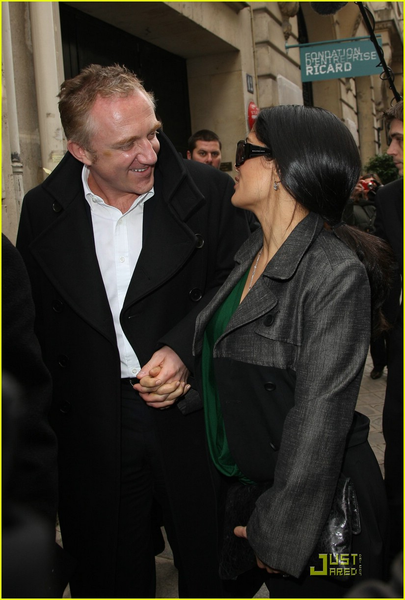 salma hayek francois henri pinault fashion week paris 04