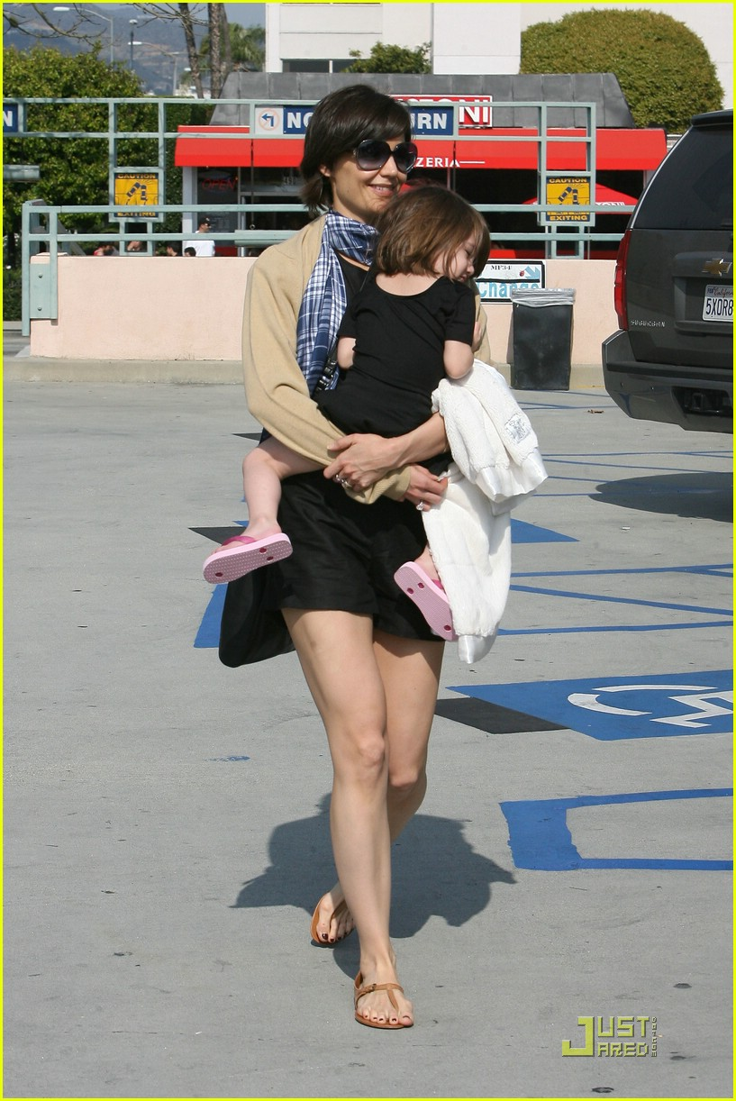 katie holmes suri cruise pizza party 05