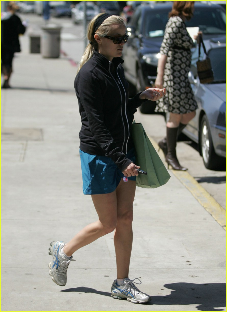 reese witherspoon gorgeous giant 12