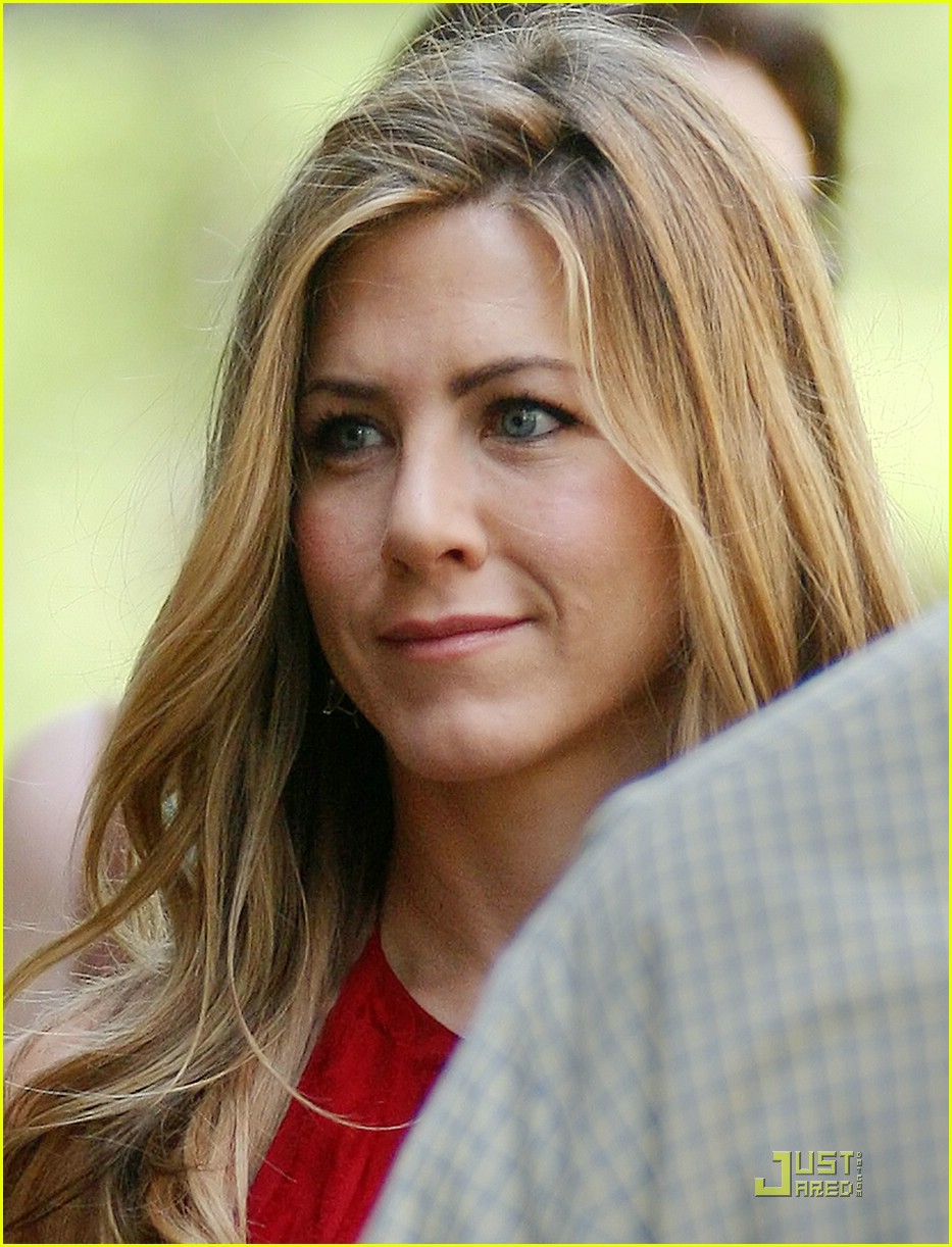 jennifer aniston red dress baster 01
