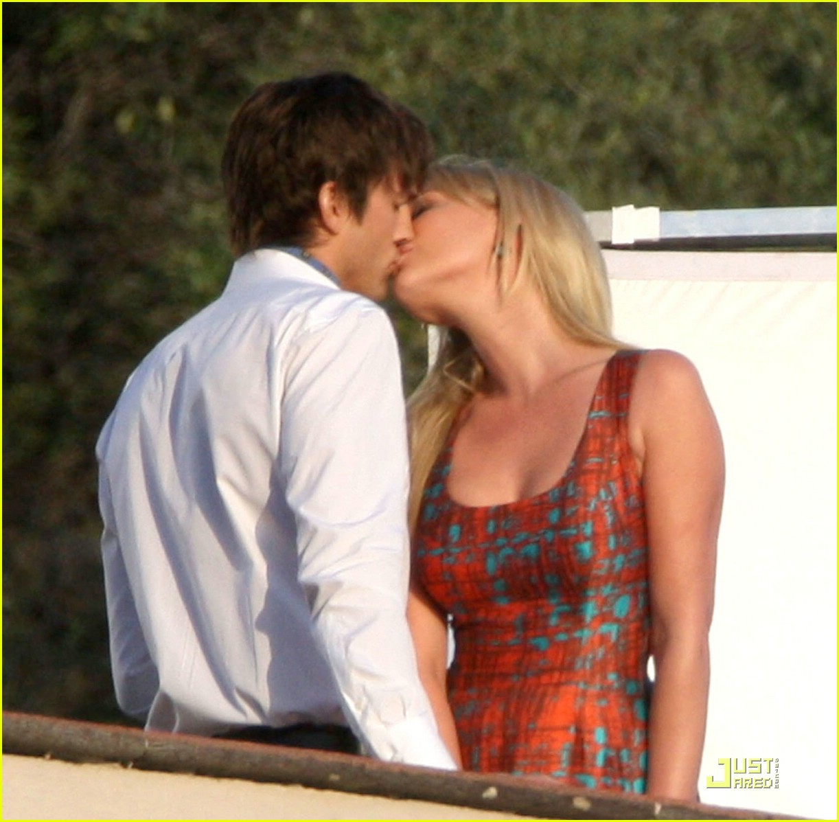 katherine heigl ashton kutcher aplusk kiss 031832451
