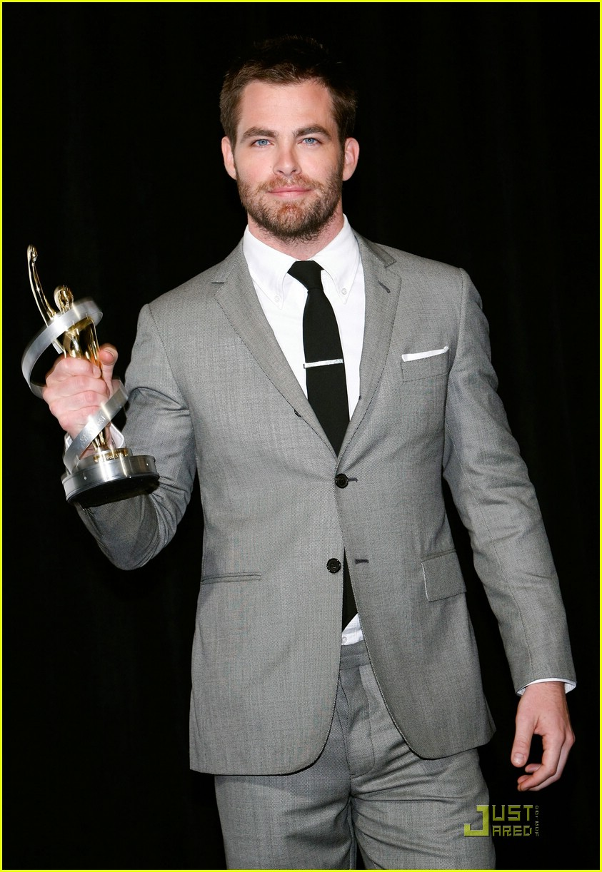 chris pine showest male star of tomorrow 18