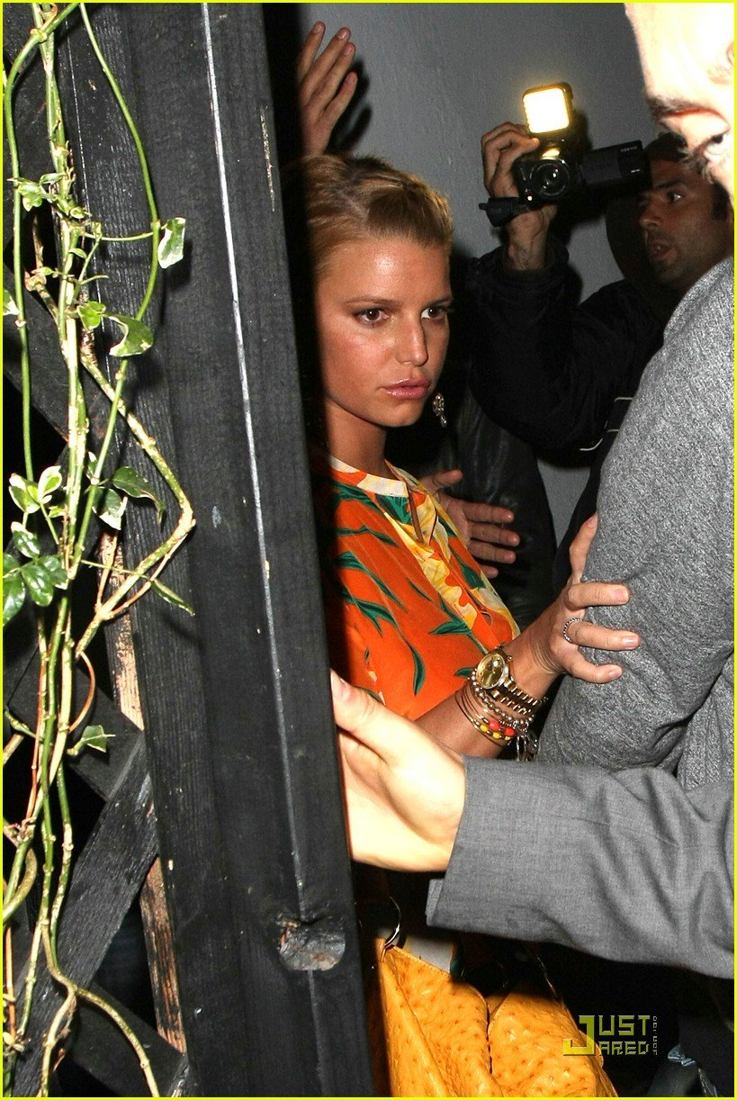 jessica simpson basks in beso 08