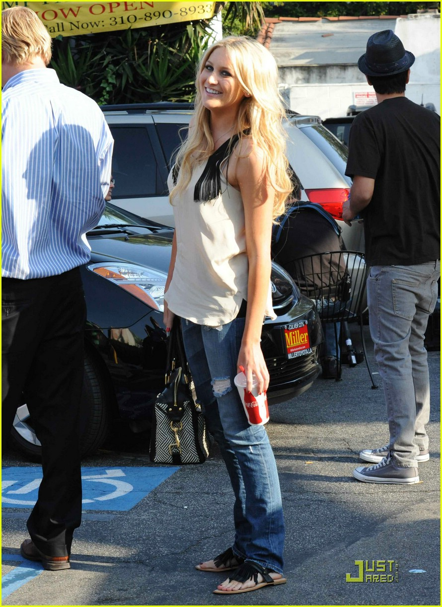 kristin cavallari pinches tacos on the hills 06