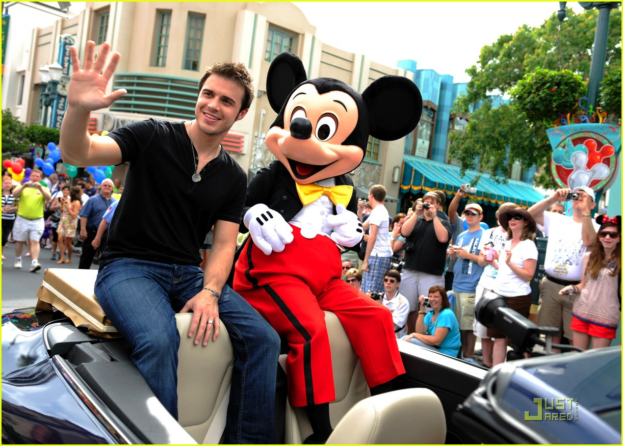 kris allen minnie mouse 131953791