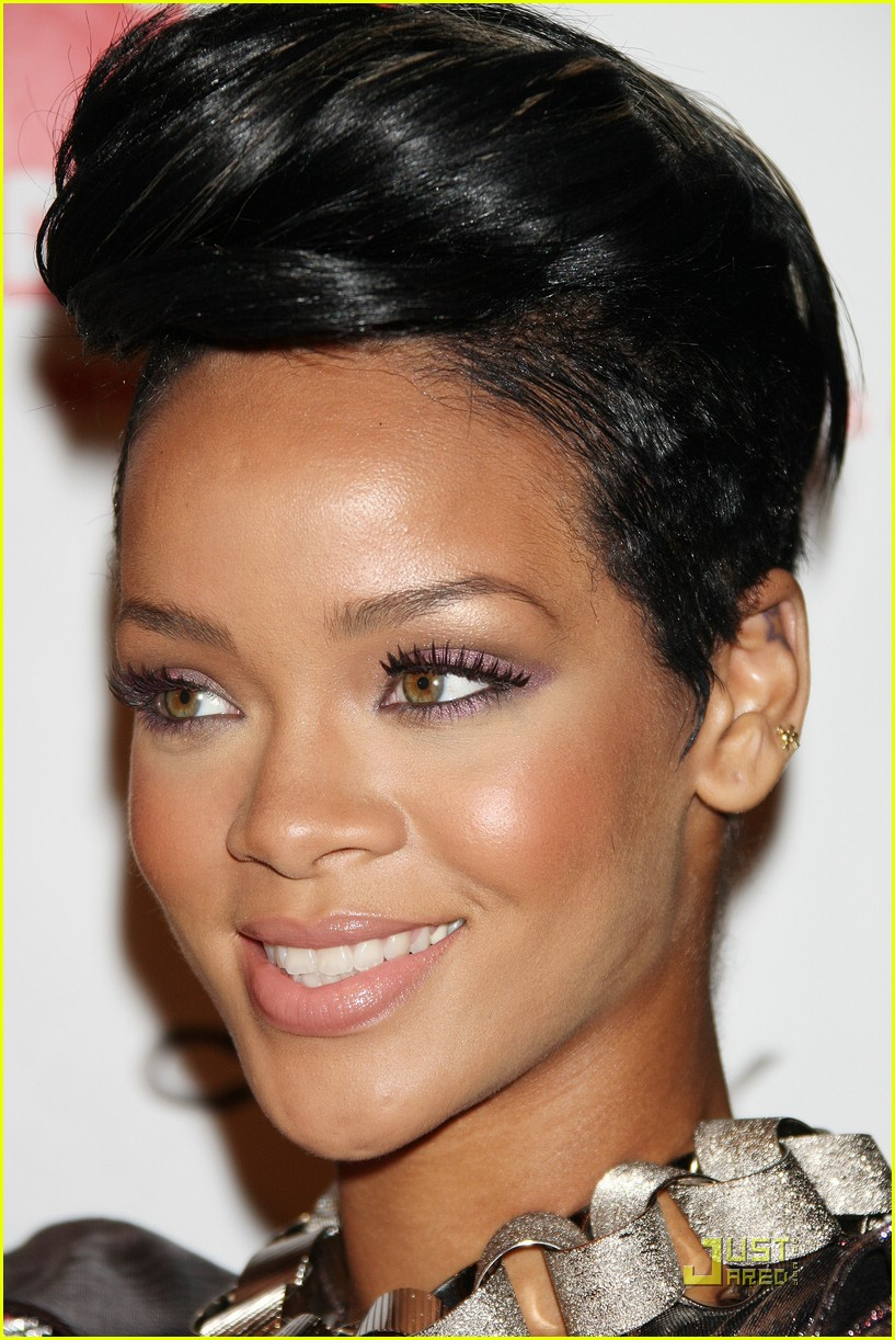 rihanna treks to the future 021906031